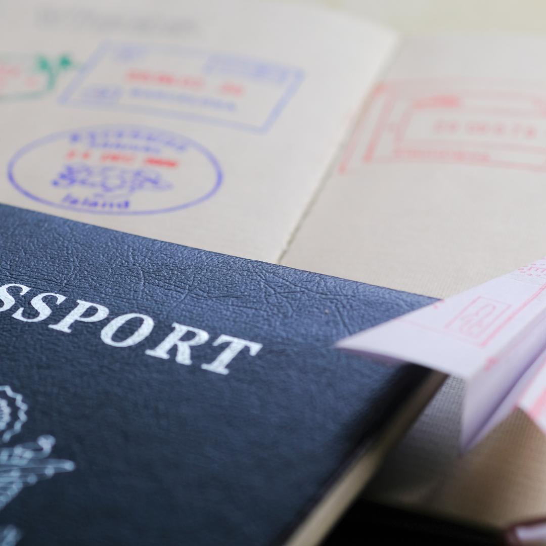 https://www.goldenvisapt.com/wp-content/uploads/2021/07/passport.png